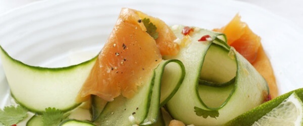 Green Recipe: Cucumber Rolls with Smoked Salmon