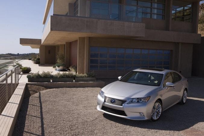 Lexus ES 300h Hybrid Hitting Streets in North America