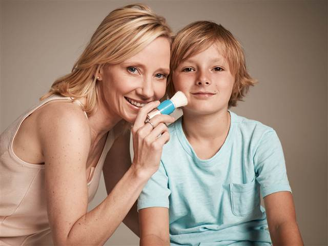 Anne Heche launches sunscreen that's easy to apply on kids