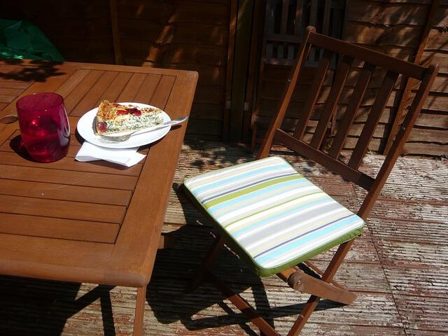 365.139: Lunch in the garden