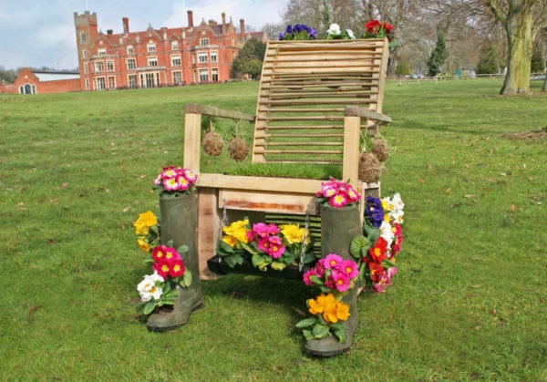 Living garden furniture
