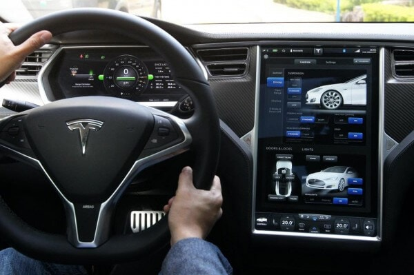 Tesla model s the last word in green car technology for Interior tesla model s
