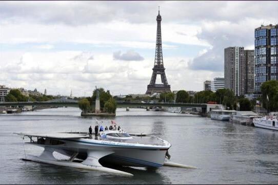 Solar boat in Paris