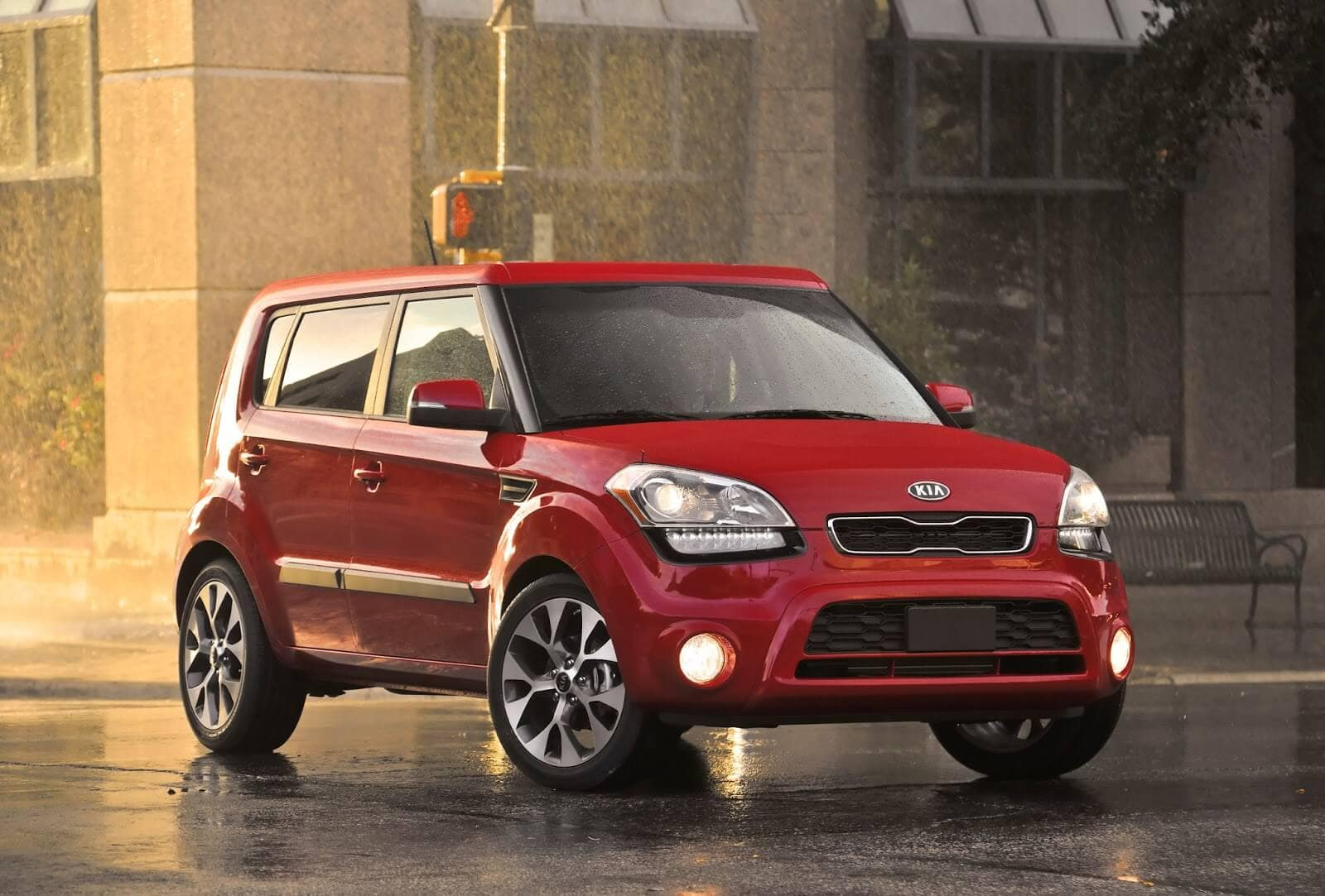 the electric kia soul will be made with recyclable parts greener ideal. Black Bedroom Furniture Sets. Home Design Ideas