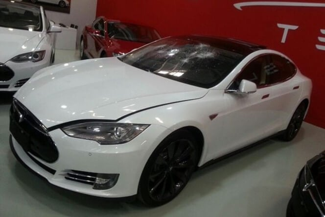An angry Tesla customer smashed a Model S when his car wasn't delivered