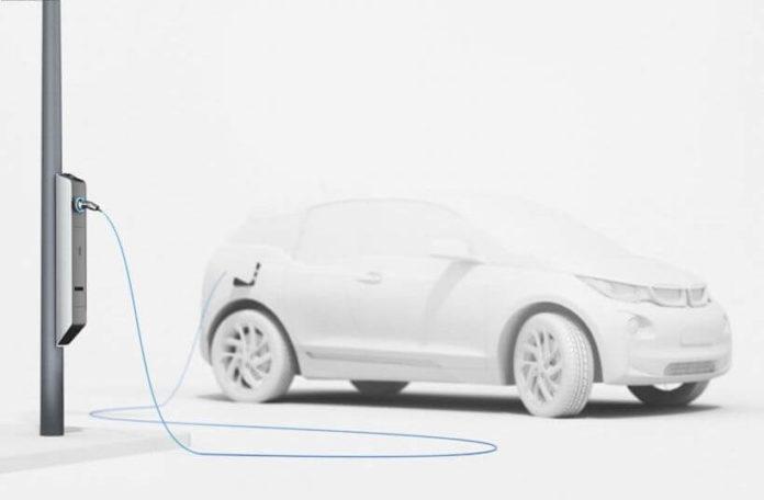 BMW vehicle charging on streetlight