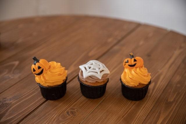 Halloween pumpkin muffins