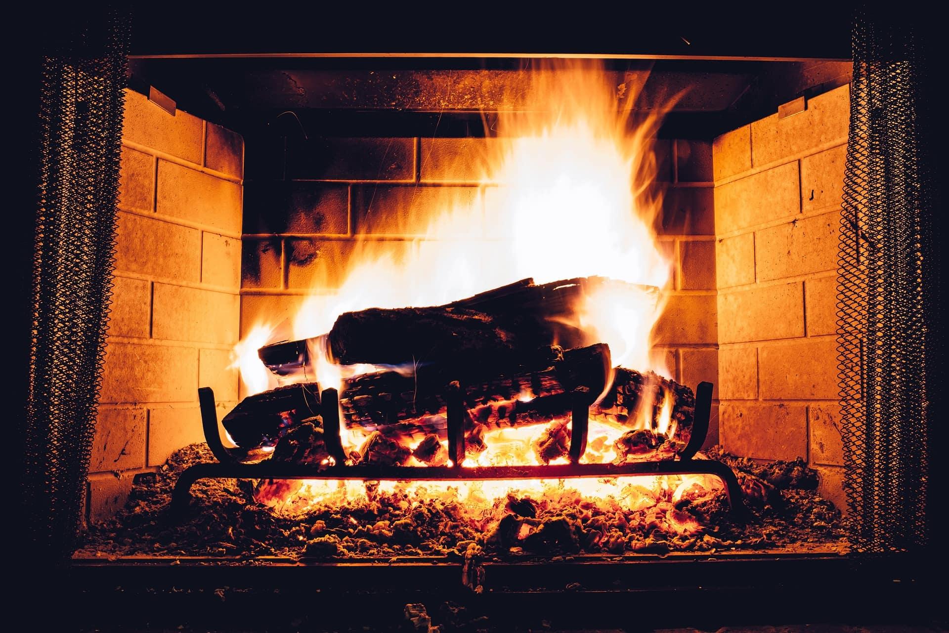 What You Can And Shouldn T Burn In Your Fireplace Greener Ideal